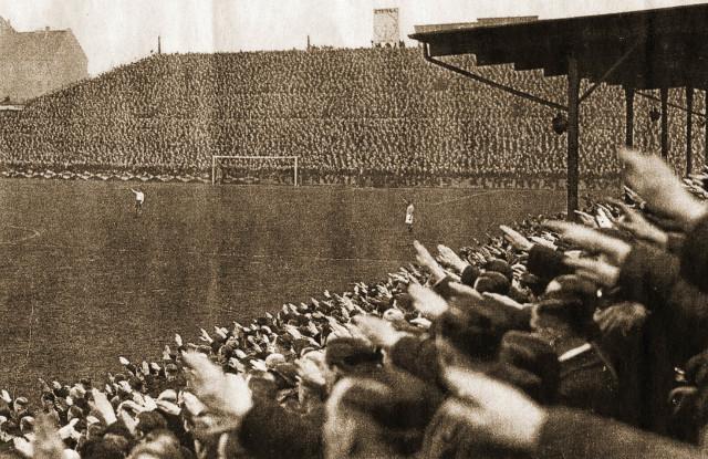 """Spiel Hertha BSC in der """"Plumpe"""" (1930er Jahre)"""